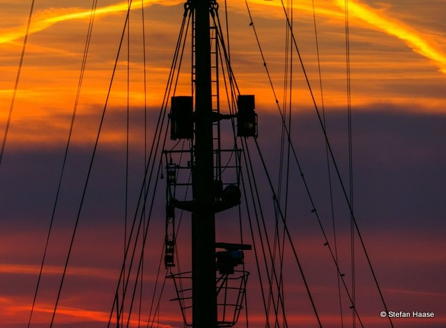 Ship´s rigging at sunset